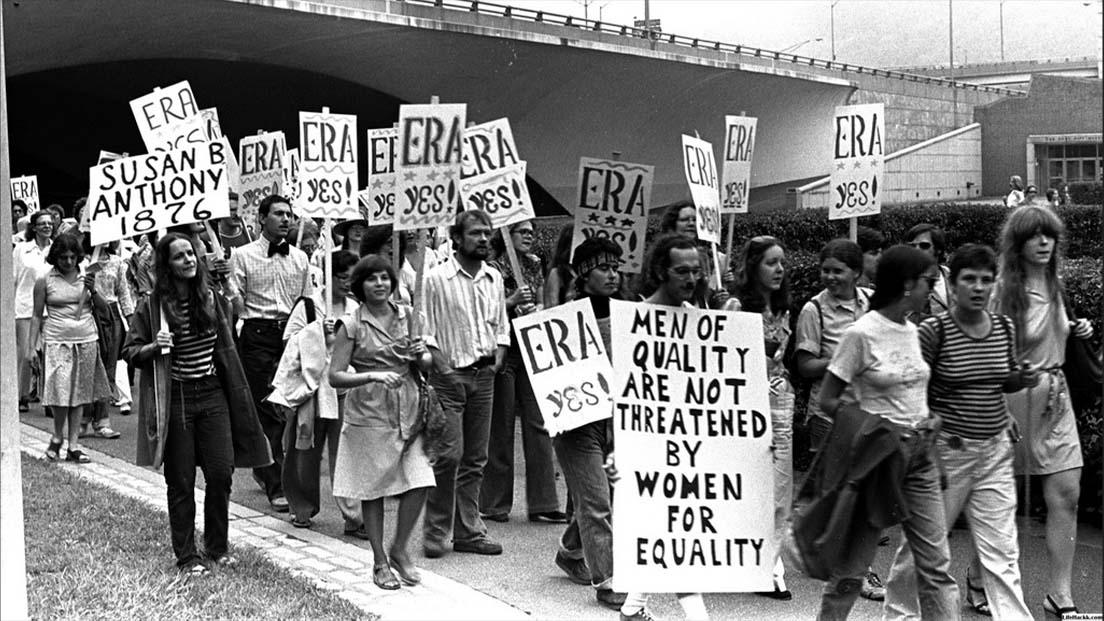 زنان کنشگرِ حقوق زنان و مردان همراه