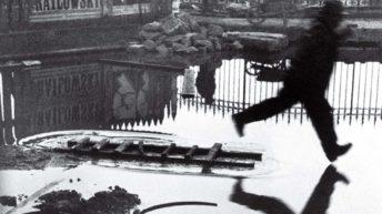 ۴. پشت ایستگاه سنلازار – هانری کارتیه برسون