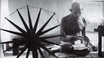 ۵. گاندی و چرخ نخریسی – مارگارت برک وایت